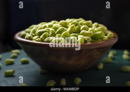 Horno garbanzos verdes frescas asadas snack