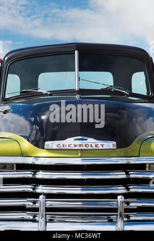 1953 Chevrolet 3100 pick up truck en un american car show. Essex. UK