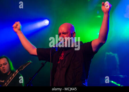 Andre Ellenberger cantante de la banda suiza de metal Piranha Schüür viven en Lucerna, Suiza