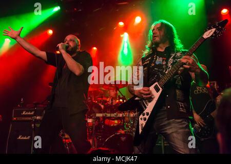Andre Ellenberger cantante y guitarrista de la banda suiza de metal Piranha Schüür viven en Lucerna, Suiza