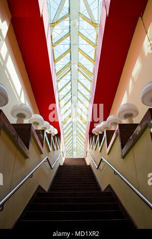 La escalera que conduce a los lados de las luces.