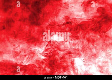 Humo rojo explotar aislado sobre fondo blanco.