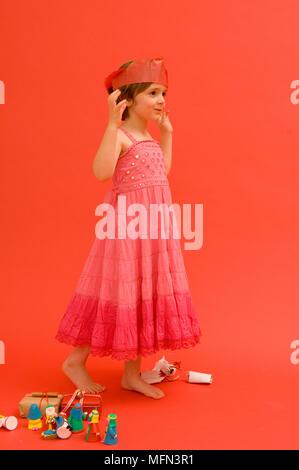 El perfil lateral de una chica bailando Ref: crédito obligatorio: Foto de stock