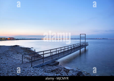 Italia, Cerdeña, costa oeste, Oristano, península de Sinis, Porto Mandriola, Capo Mannu, puente