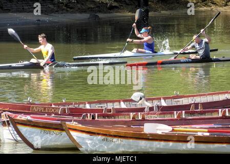 Londres.UK. 5 de mayo de 2018. El clima del REINO UNIDO: Piragüistas práctica en el calor.© Brian Minkoff/Alamy Live News Foto de stock