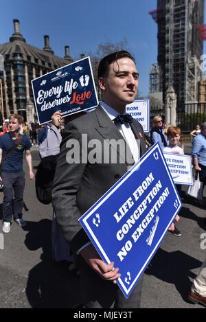 """Parliament Square, Londres, Reino Unido. 5 de mayo de 2018. El 'Marco para la vida"""" a la Plaza del Parlamento, oponerse a los cambios a las leyes sobre el aborto. Crédito: Matthew Chattle/Alamy Live News Foto de stock"""