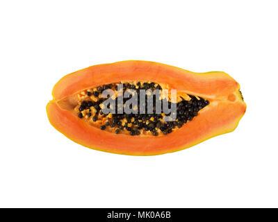 Naranja papaya madura frutos exóticos con semillas negras de medio corte plano vista superior sentar aislado en blanco