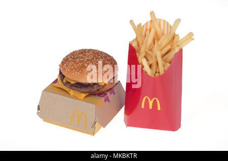 McDonald's Nueva carne fresca de vacuno quarter pounder con queso y papas fritas grandes. El fresco no congelado burger implementó a nivel nacional en los Estados Unidos en mayo de 2018.
