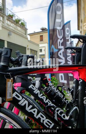 Pinarello bicicletas de carrera en la sede de Pinarello en el centro de Treviso, Italia. Las bicicletas de gama alta alcanzan el nivel de clase mundial en el ciclismo.