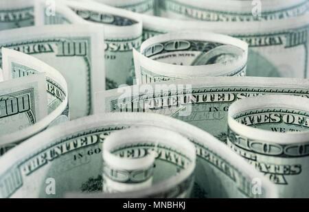 Billetes de dólar americano, laminados, curvadas en diferentes direcciones. Fondo de dinero.