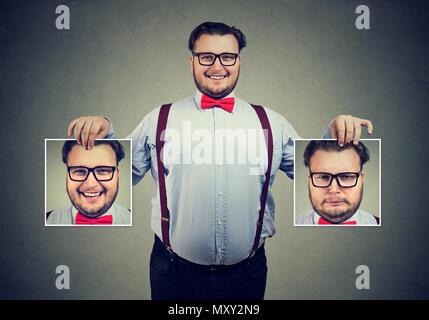 Joven Hombre alegre celebración en vasos de fotografías con buenas y malas emociones tener cambios de humor y sonriendo a la cámara