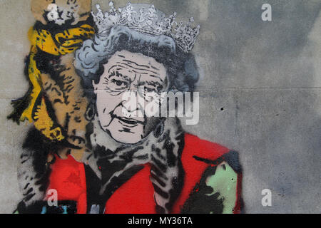 Graffiti Galería satírica de la Reina vendiendo el gran problema en el centro de Londres por el Artista de Calle Loreto