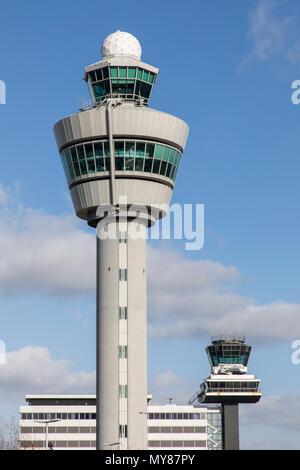 Torre de Control del Tráfico Aéreo, el Aeropuerto Schiphol de Ámsterdam, en Holanda Septentrional, Holanda,