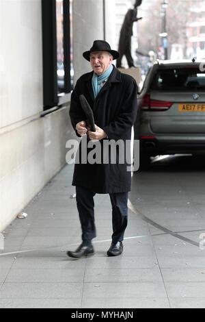 Londres, Reino Unido. El 4º de febrero de 2018. Sir Vincent llega por cable de la BBC Andrew Marr Show en los estudios de la BBC en Londres