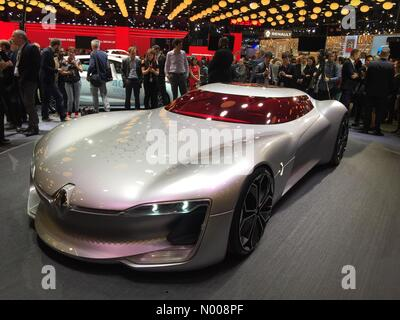 París, Francia. 29 de septiembre de 2016. Premier mundial de Renault eléctrico Trezor super Car Concept. Crédito: Foto de stock