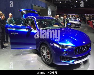 París, Francia. 29 de septiembre de 2016. Premier mundial de Maserati Levante SUV de lujo en Paris Motor Show Crédito: Foto de stock