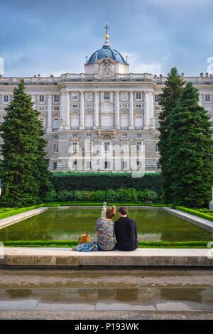 El Palacio Real De Madrid Y Los Jardines De Sabatini España