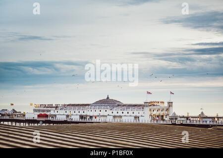Brighton Pier, Brighton, Inglaterra Foto de stock