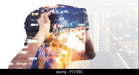 Niño usando simulador de realidad virtual