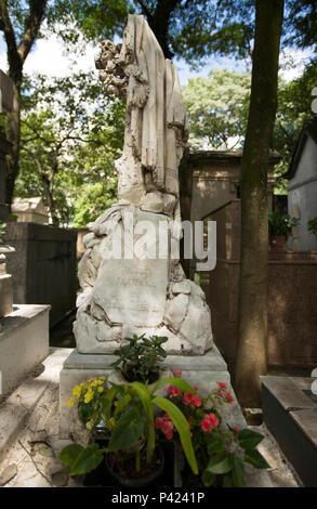 ¿Túmulo poeta e abolicionista Luiz Gama, no cemitério da Consolação, região central de São Paulo. Foto de stock