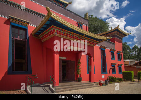 Templo Chagdud Gonpa Odsal Ling, el templo budista tibetano, Cotia, São Paulo.
