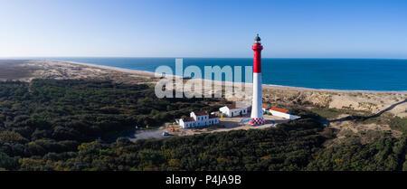 Francia, Charente Maritime, Cote de Beaute, Pointe de La Coubre, La Tremblade, el faro y la Coubre Côte Sauvage (la costa salvaje) (vista aérea