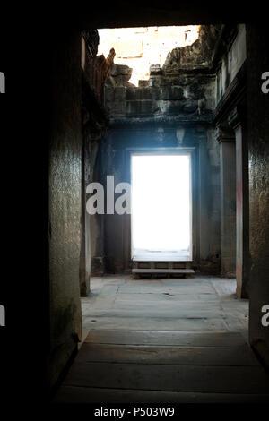Portal en el templo de Angkor Wat - Camboya