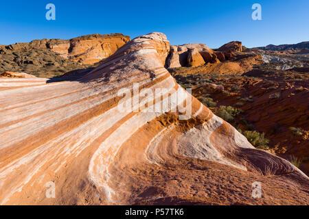 La ola de incendios, una de las muchas funciones creadas por dunas de arena petrificada crear el singular paisaje de el parque estatal Valle del Fuego en el sur de Nevada.