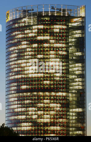 Torre de Post en Bonn, Alemania. Sede de Deutsche Post WorldNet AG; arquitecto: Helmut Jahn
