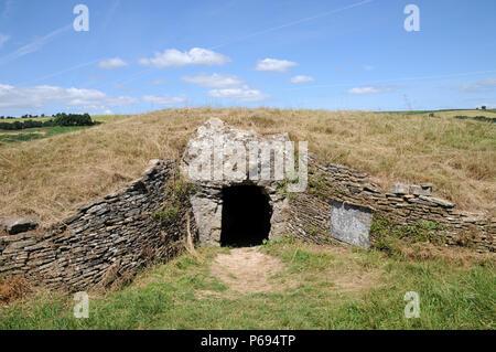 Stoney Littleton Longbarrow, cerca de Bath, en el oeste de Inglaterra, es uno de los mas finos del país accesible septadas tumbas neolíticas.