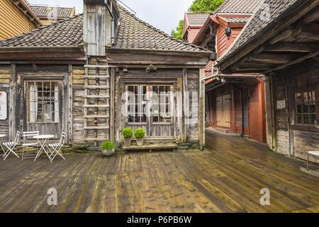 Viejos edificios Hanseática de Bryggen en Bergen, Noruega, vista al interior, o Bellgarden Bellsgarden