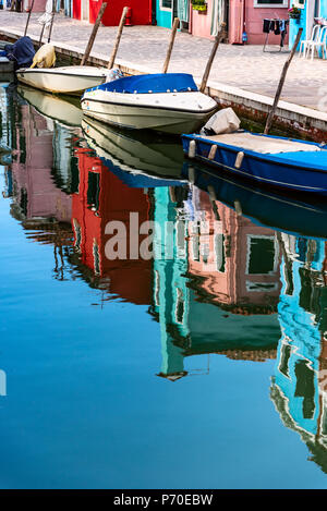 Burano, Venecia (Italia), adoptadas durante la primavera.