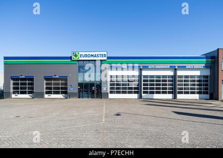 Euromaster garaje. Euromaster ofrece servicios de neumáticos y el mantenimiento del vehículo en toda Europa y es una filial del fabricante de neumáticos Michelin.