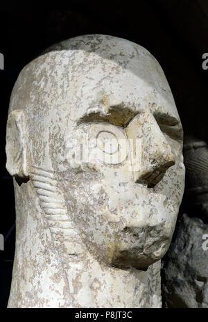 Gigantes del Mont'e Prama. Cabeza. La caliza, Edad de Hierro I. Cabras. Cerdeña. Italia. Museo Arqueológico Nacional de Cabras. Cerdeña, Italia.