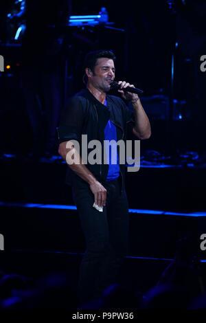 El cantante, actor y bailarín puertorriqueño Chayanne , durante su concierto en el Anfiteatro AVA de casino del Sol en Tucson, Arizona, el 4 de sep
