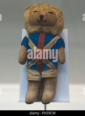 El 7 de julio de 2018, Moscú, Rusia, mascota oficial de la Copa Mundial de la FIFA 1966 en Inglaterra un león Willie. Foto de stock