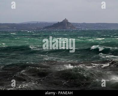 Mares picados alrededor St Michaels Mount, Penzance, Cornwall
