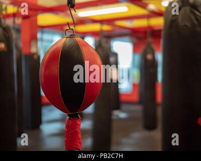 El Boxeo Se Divierte Grueso De Caoba Bolsa De Boxeo Colgantes Speedball Plataforma De Formaci/ón Resistencia Color : Brown, Size : 60x60x3cm