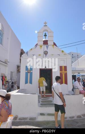 Fachada principal de la Iglesia en las calles de Chora. Paisajes Arquitectura viajes en cruceros. El 3 de julio de 2018. Chora, la isla de Mykonos en Grecia.