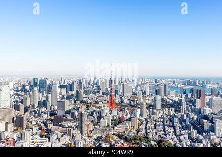 Concepto de negocio de Asia para bienes inmuebles y construcción corporativa - vistas panorámicas del horizonte de la ciudad de ojo de pájaro moderno vista aérea de la torre de tokyo y odaiba bajo