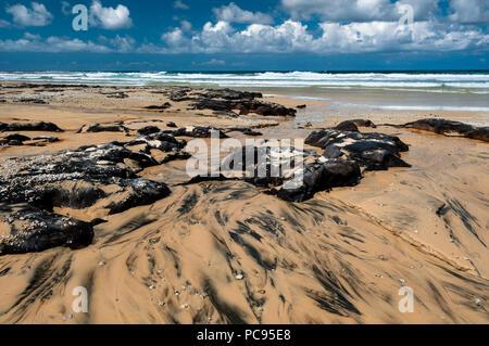 Poyungan rocas en la Isla Fraser es setenta y cinco millas de la playa.