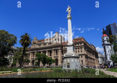 Estatua y Palacio de Justicia, el Tribunal Supremo casa, frondosa Plaza Lavalle, Congreso y Tribunales, Buenos Aires, Argentina, Sudamérica