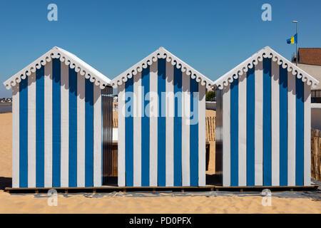 Cabañas de playa en Chatelaillon Plage, cerca de La Rochelle en el departamento de Charente-Maritime del suroeste de Francia.
