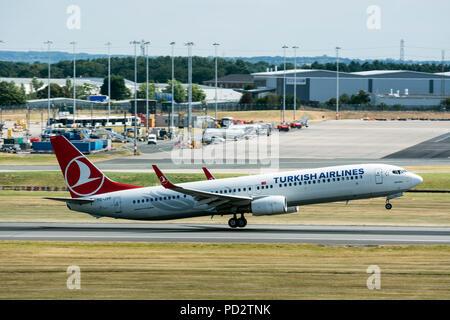 Turkish Airlines Boeing 737-900R de despegar en el aeropuerto de Birmingham, Reino Unido (TC-JYF)