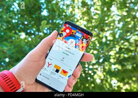 TORONTO, Canadá - 15 de julio de 2018: Yandex app móvil de Samsung S8. Yandex ruso N.V. es una empresa multinacional especializada en Internet-relacionadas