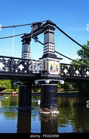 Sección del Ferry Bridge también conocido como el puente trasbordador Stapenhill y el río Trent, Burton a Trent, Staffordshire, Inglaterra, Reino Unido, Europa Occidental