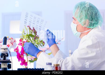 El científico que analiza la secuencia de ADN