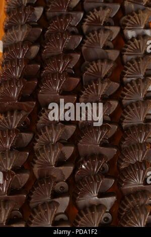Barras de chocolate, pralines, trufas de diferentes tipos