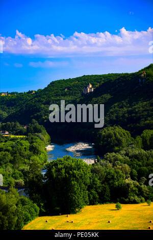 Vistas del río Dordogne como tomada desde el Château de Beynac, Francia