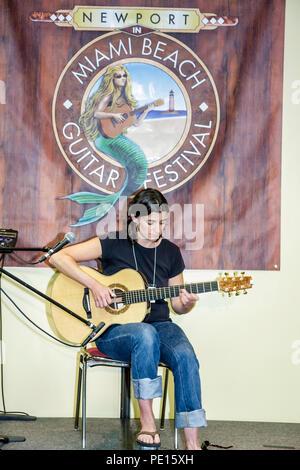Florida FL South Miami Beach SoBe Convention Center Newport Guitar Festival festivales celebración feria show instrumentos musicales ins